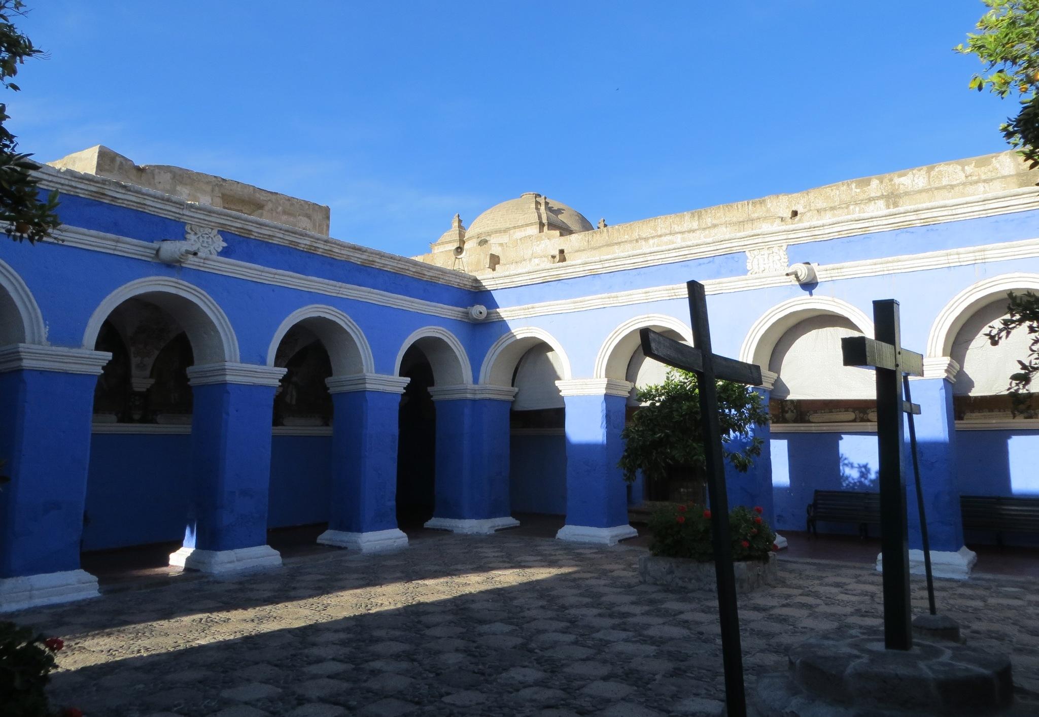 Blue_courtyard.JPG